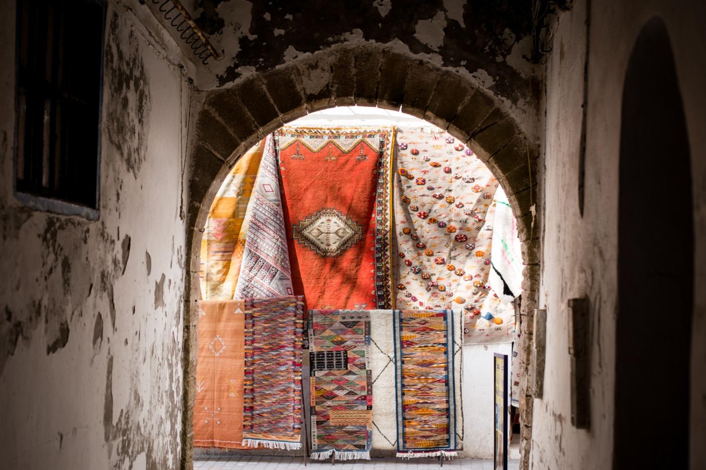 Essaouira - tapis rouge arche
