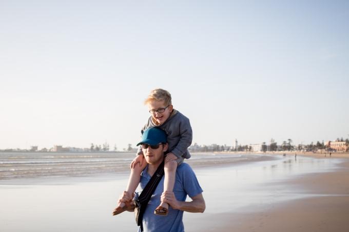 Essaouira plage petits papiers family
