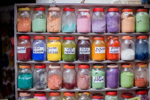 Essaouira - pots à couleurs